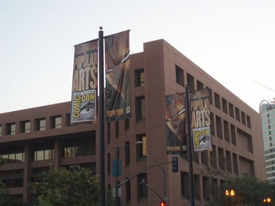 Banners announcing Comic Con's presence.